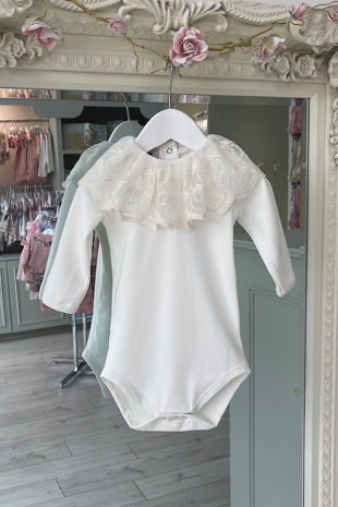Phi cream lace collar long sleeve vest/t-shirt