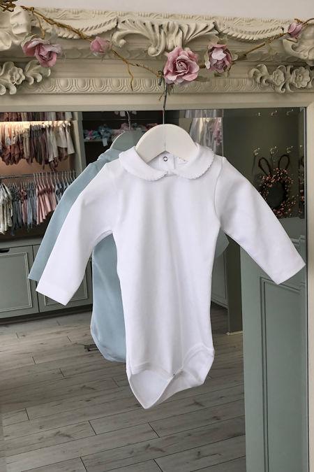 White peter pan collar long sleeved vest